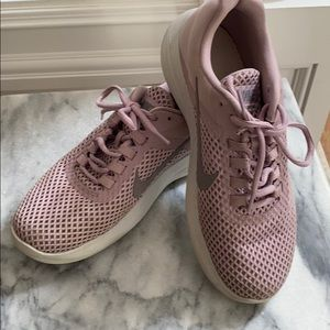 Great condition women's Nike sneakers